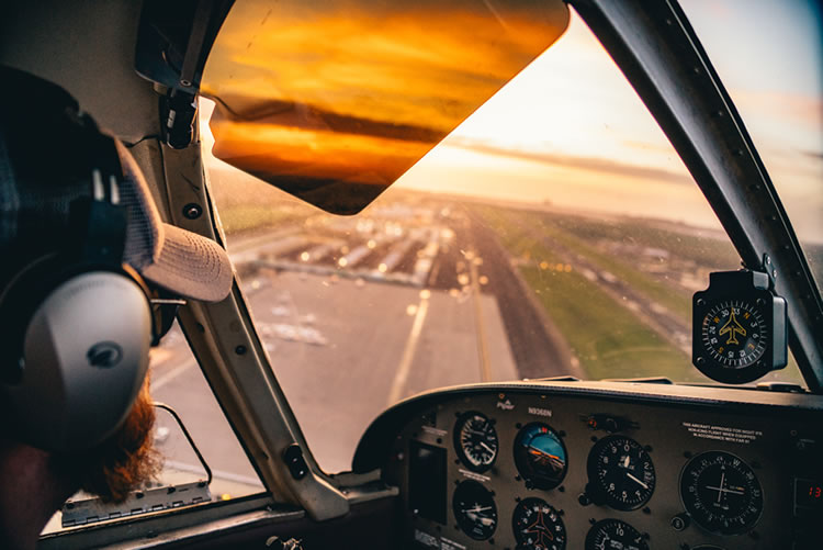 Aviation Instruction Offers Simulators and Non-Pilot Skills